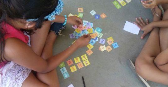Coordenação AM promove jogos de raciocínio lógico com as crianças do Projeto Um Olhar Para o Futuro