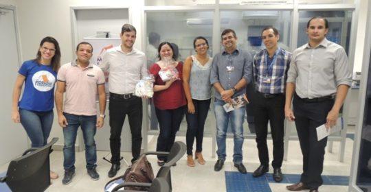 Equipe da ONG realiza Visita da Cidadania na agência Itamaracá
